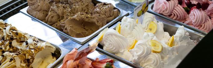 Zmrzlina naší cukrárny - vlastní receptuře námi nabízených druhů.
